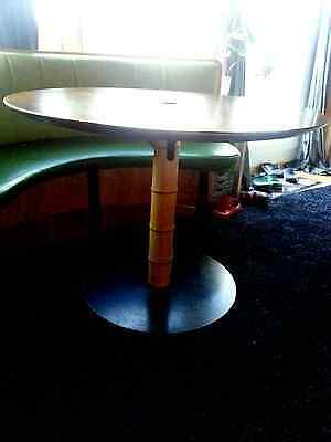 Metallfuß Tisch Rund.Tisch Rund Mit Rundem Metallfuss Das Rohr Ist Mit Bambus