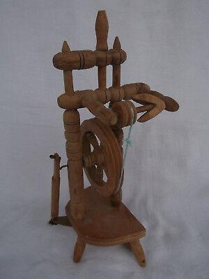 Altes Werkzeug Spinnrad 25,5 cm groß 2
