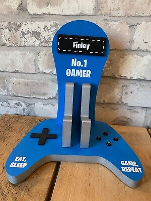personalised wooden xbox controller and headset stand 11