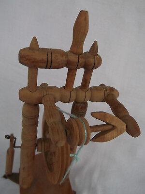 Altes Werkzeug Spinnrad 25,5 cm groß 3