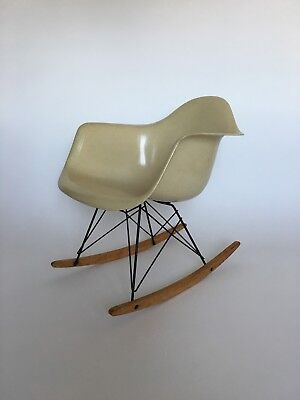 All original Eames Herman Miller Fiberglass Rocking Chair from 1957 3