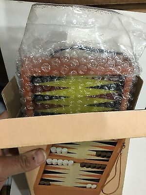 VINTAGE NOVELTY RADIO AM(MW)- BAND WITH BACKGAMMON GAME FROM 1970s NEW WITH BOX 4