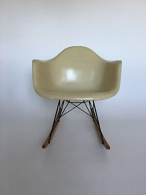 All original Eames Herman Miller Fiberglass Rocking Chair from 1957 4
