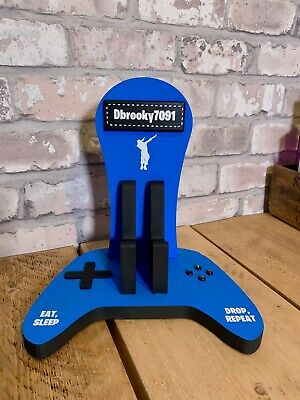 personalised wooden xbox controller and headset stand 2