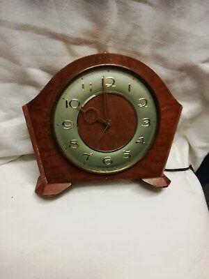 (350)     Brown Wooden Mains  Electric Mantel Peice Clock 3