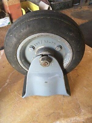 Industriedesign antike Lenkrollen Gußräder Rad Guss mit Achse Loft Couchtisch