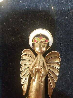 Tree Topper Shoulder Choir Singing Holly Berries Vintage Costume Jewelry Pin ART Signed Christmas Angel
