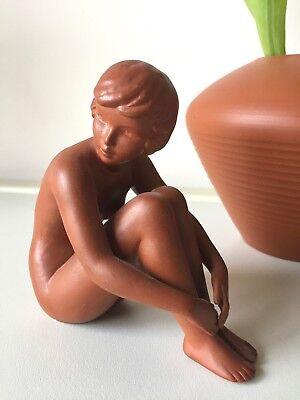 Nacktes Mädchen sitzend  & Vase Terracotta Akt Figur Goebel W-Germany Midcentury