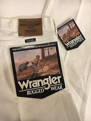 NOS NEW Vintage White Wrangler Rugged Wear Jeans Size 33x34 Boyfriend USA