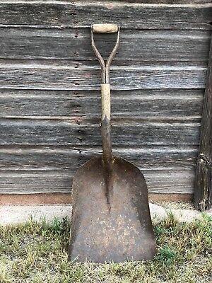 Vintage old Rusty Scoop Shovel Farm,Cabin ,Ranch, Decor