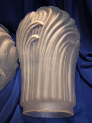 PAIRE DE GLOBES TULIPES ANCIENS POUR LAMPE A PETROLE. H 190 mm D 68 mm. REF 3388