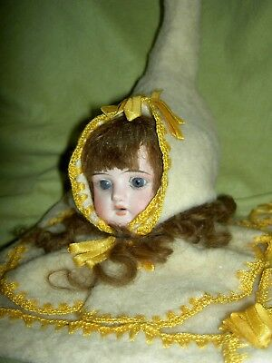 Charming antique German, Victorian era bisque doll shoulderhead sewing accessory 3