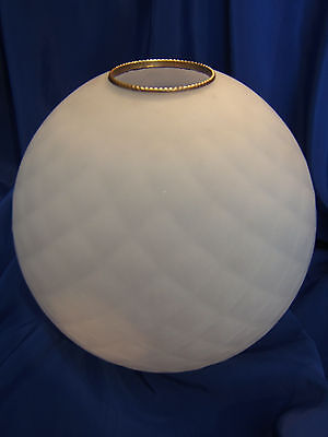 GLOBE ANCIEN DE LAMPE A HUILE OU PETROLE DECOR LOSANGES . H 191 mm . REF 3955