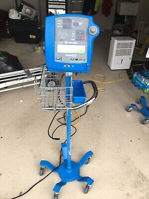 Dinamap Pro  100 And 300V2 With Stand 11