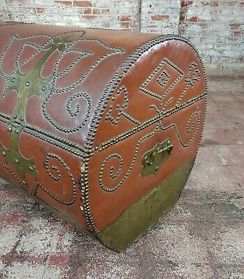 18th/19th century Leather & Brass Cylinder Trunk 2
