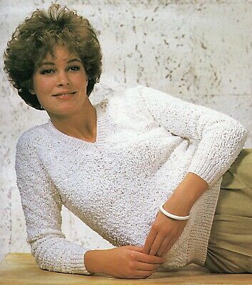"7 sizes-30-42/"" Knitting Pattern Ladies DK V-Neck Jumpers A0133"