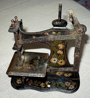 "ANTIQUE MULLER RARE TOY SEWING MACHINE  NO BASE,No.6?8929 ""5 x5"" 3"