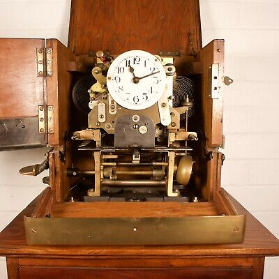 Vintage Oak Cased Industrial Mechanical Clocking-In Clock 6