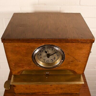 Vintage Oak Cased Industrial Mechanical Clocking-In Clock 4