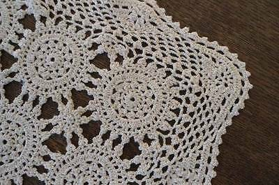 True Vintage Set 4 Fine Crochet Lace Placemats Queen Anne Ecru Beige Hand Made