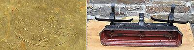 Antike Waage - Gusseisen-Korpus und Messing-Schalen 3