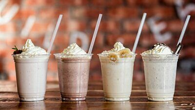 500 Milkshake And Smoothie Cups With Dome Lids 16  Oz 4