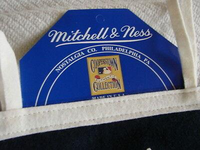 592ecc2ebc527 ... 1996 World Series Pennant Mitchell   Ness New York Yankees VS Atlanta  Braves 2