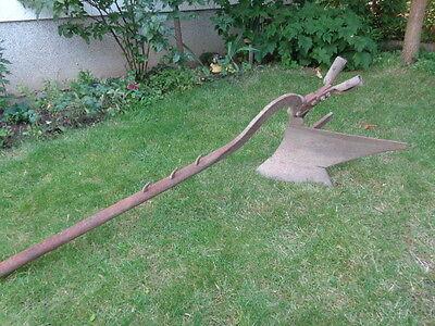Antiker Eisen-Pflug - Blickpunkt für Ihren Garten
