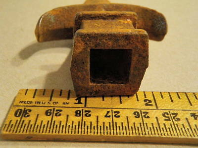 """Vtg Cast Iron Fence Gate Topper Finial 2.5x4.25"""" w/1/2"""" SquareOpening Rusty A103 4"""