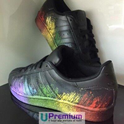 adidas superstar nere con schizzi