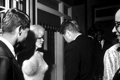 BB-389 KENNEDY MEETS WITH THE QUEEN OF MARDI GRAS 8X10 PHOTO PRESIDENT JOHN F