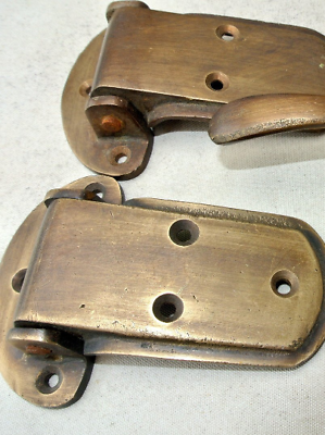 """2 rare ICE BOX CATCH 2 HINGES aged style solid Brass heavy offset 4 """" aged B 2"""