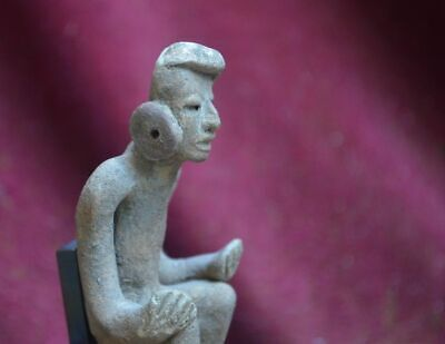 Very nice statue of a sitting man, Teotihuacan, Mexico, 100-700 AD 4