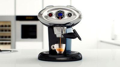 MACCHINA CAFFE/' ILLY IPERESPRESSO X7.1 IN VARI COLORI CON 122 CAPSULE OMAGGIO