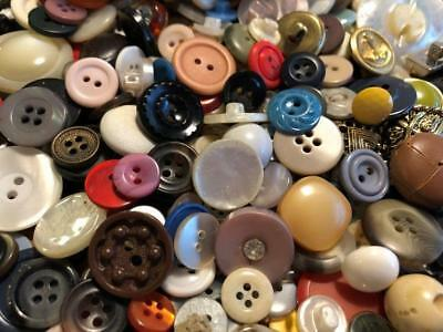 MIXED LOT 300 VINTAGE BUTTONS Sewing Crafts Display Scrapbooking 2