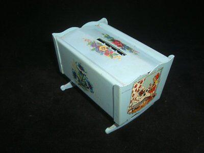 1078/ Volksbank Eldagsen Sparwiege Spardose Blechspielzeug / Money Box ca. 1950 3