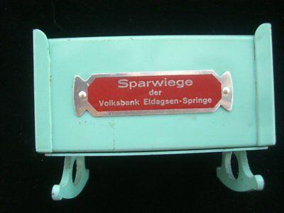 1078/ Volksbank Eldagsen Sparwiege Spardose Blechspielzeug / Money Box ca. 1950 6