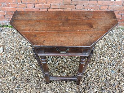 Attirant ... 17th Century English Antique Oak Side Table Of Canted Form, Circa 1680 3