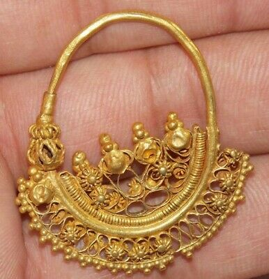 Large Ancient Roman-Byzantine Gold Earring 5