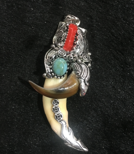 Tibetan antiques Wolf's teeth Bear claw Tibetan silver mosaic turquoise amulet 2