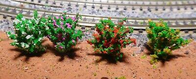 50 dunkelgrüne Büsche, rot, gelb, weiß, und violett blühend, 28 mm hoch 2
