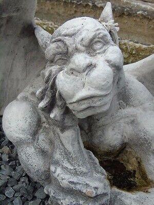gargouille en pierre patinée, monstre ailées  , tête gauche , très jolie !