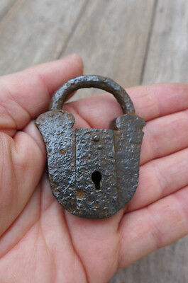 Antique 4 Padlock rust no keys 7