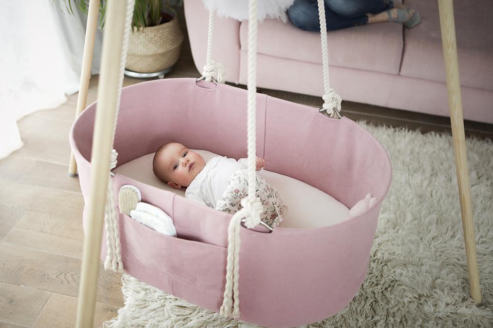 Pink Babywiege Decke Montiert