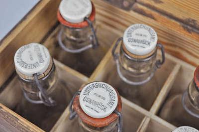 alte Holzkiste mit 8 Versuchsflaschen - Untersuchungsanstalt Osnabrück - Proben