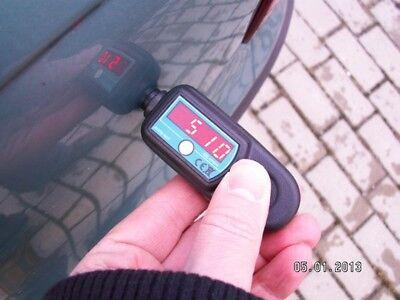 Display Digitale LCD Mini Rivestimento Portatile Rivelatore di misuratore di Spessore della Vernice Strumento di misurazione dello Strumento Bianca Denash Tester di Spessore della Vernice