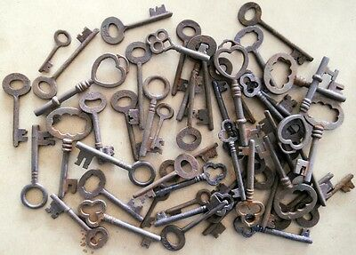 Rusty ornate Skeleton 1800's keys STEAMPUNK 50 pc assortment 2