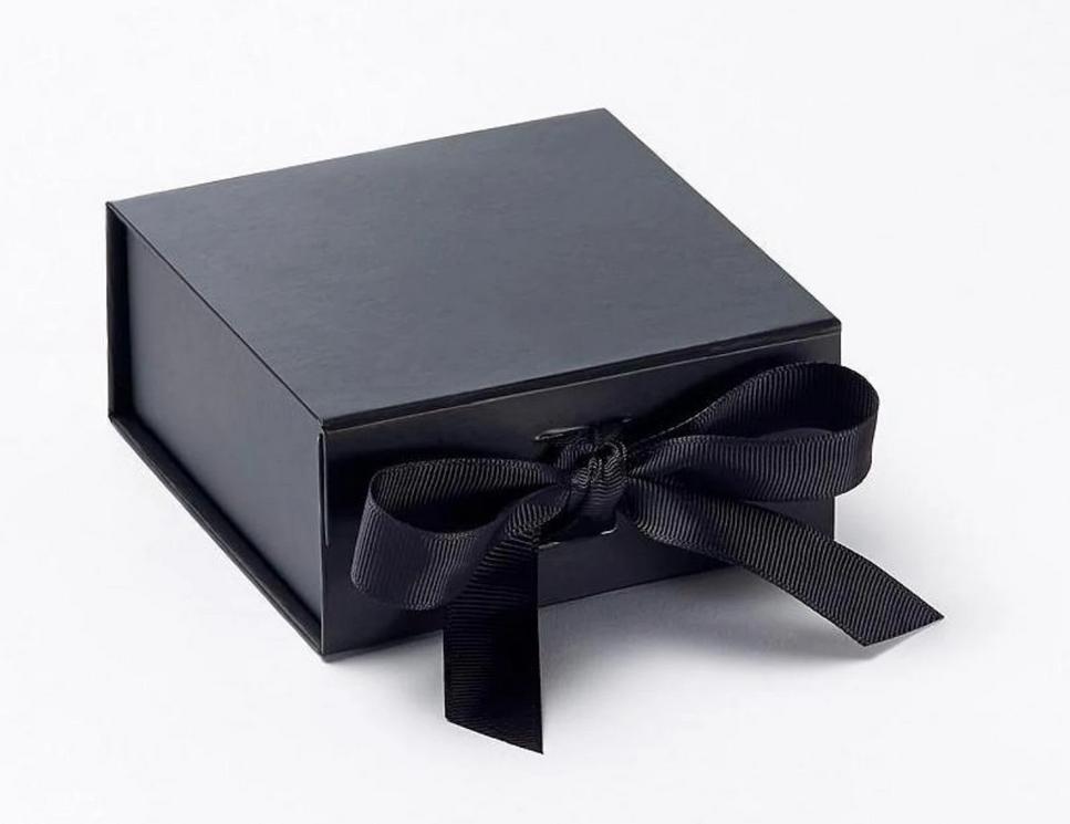 Luxury Gift Box Magnetic Snap Shut Lid and Ribbon Gift Box Jewellery Box