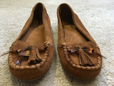 GUC Minnetonka Suede Leather Moccasins Shoes w/ Tassels & Feathers 7.5 MSRP $50