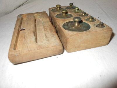 Alte Gewichte aus Messing für Waage im Holzkasten 8 Gewichte 6